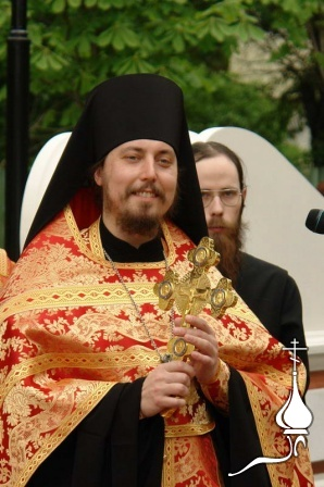 Установка креста на часовне Екатерининского парка