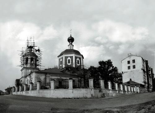 Храм Живоначальной Троицы вернули Церкви в 1993 году. Тогда же на Подворье возобновились богослужения.